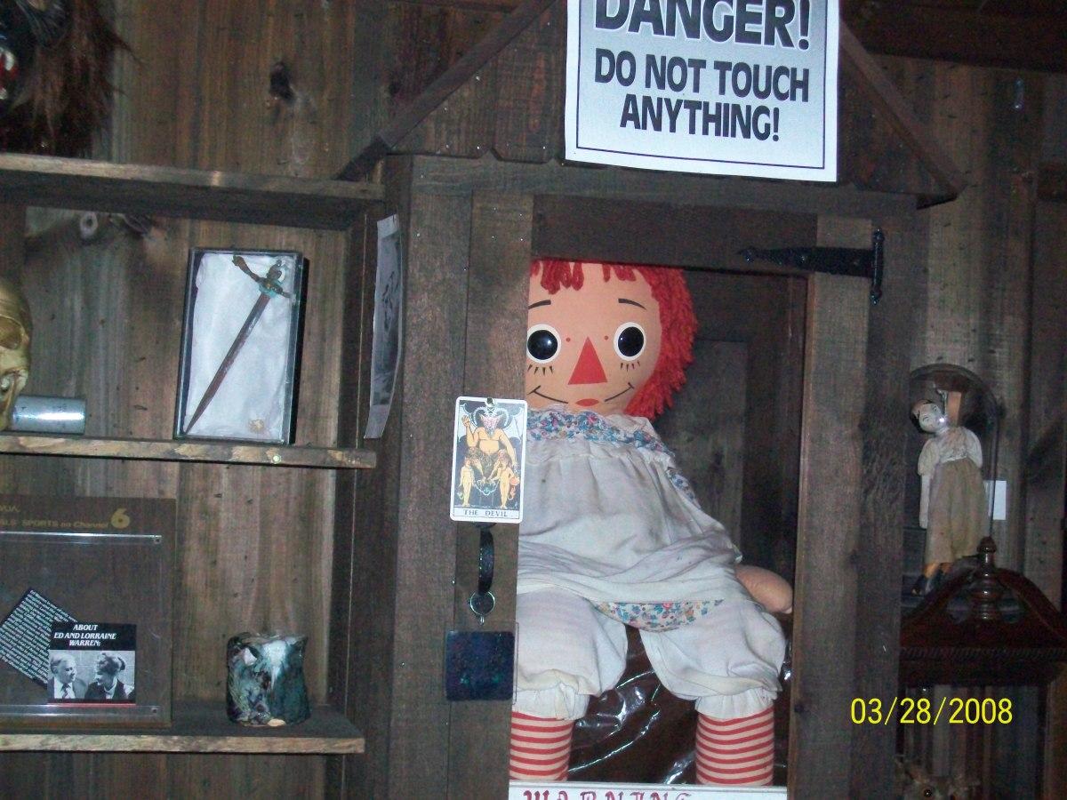 Historien om Annabelle - Forbannelsen over dukken