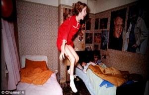 Janet Hodgson, som var 11 år på den tiden, så ut til å være besatt. Det kunne ha vært en scene hentet fra filmen The Exorcist - men dette var ekte.